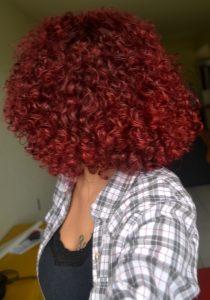 cabelo_cacheado_vermelho