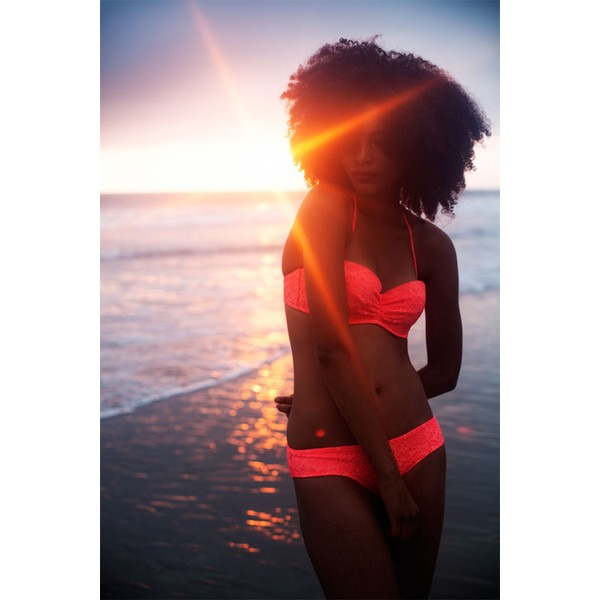 como cuidar do cabelo crespo e cacheado na praia