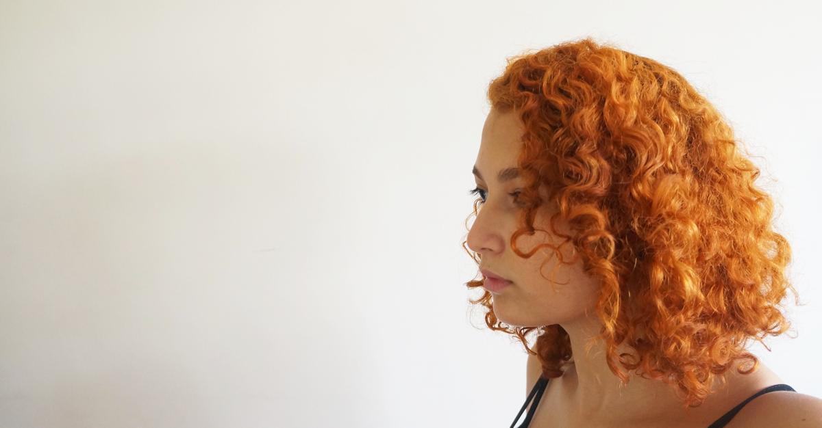 Como usar vinagre no cabelo: receita para fios brilhosos