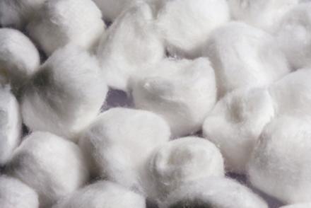 Receita caseira para diminuir o frizz: hidratação caseira de algodão