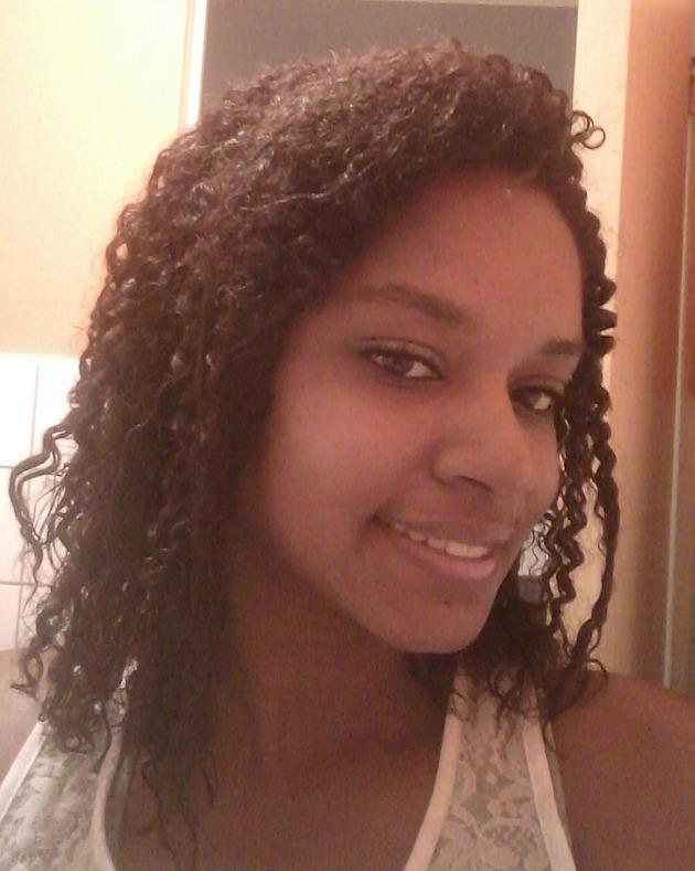 Carla, 25 anos, 6 meses em transição capilar