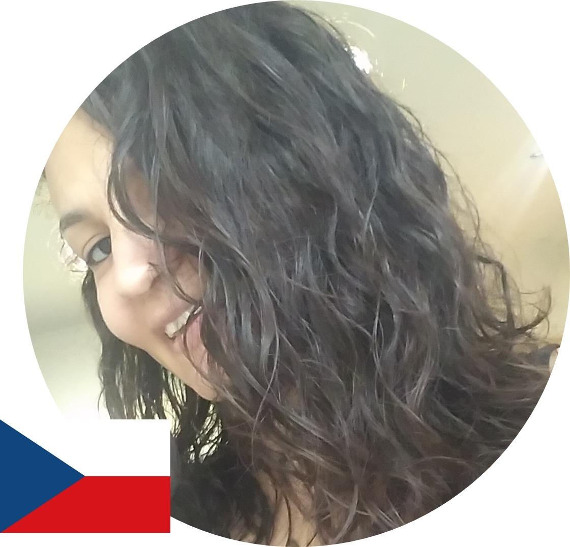 Cuidados com cabelos ondulados no exterior, Mayara, República Tcheca