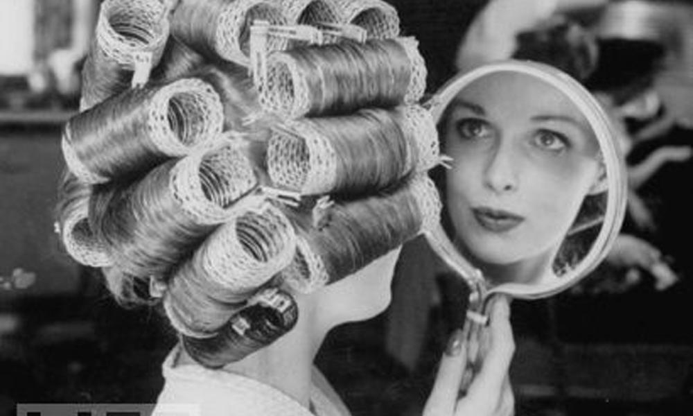 Texturização no cabelo com bobes é do tempo da vovó!