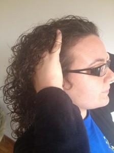 dicas-para-dar-volume-a-raiz-do-cabelo-cacheado-soltar-a-raiz-2