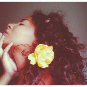 rotina-cacheada-com-Rayssa -Santana-cacho-3a