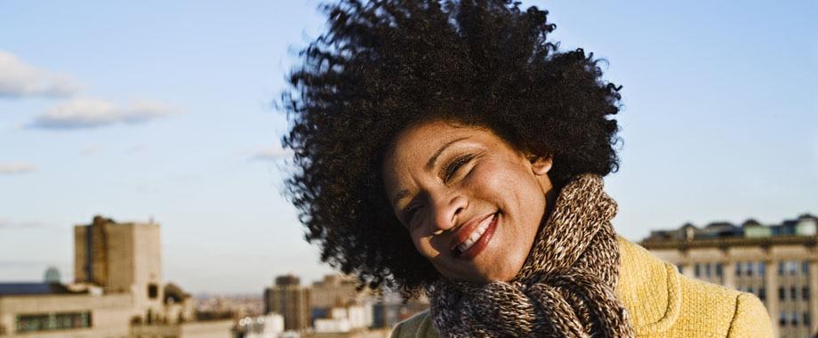 Como cuidar dos cachos no inverno - Como cuidar do cabelo crespo e cacheado em dias frios