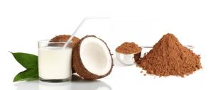 Leite de coco com chocolate e cacau em pó